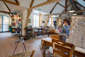 Musée de la flechette à Hasnon. Atelier de confection.